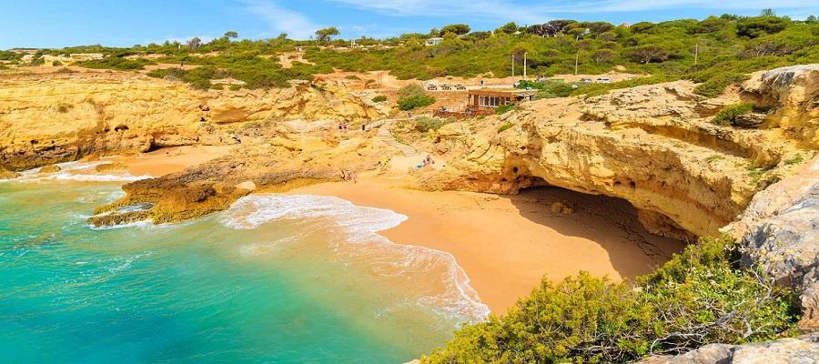 Tranquila Praia de Albandeira
