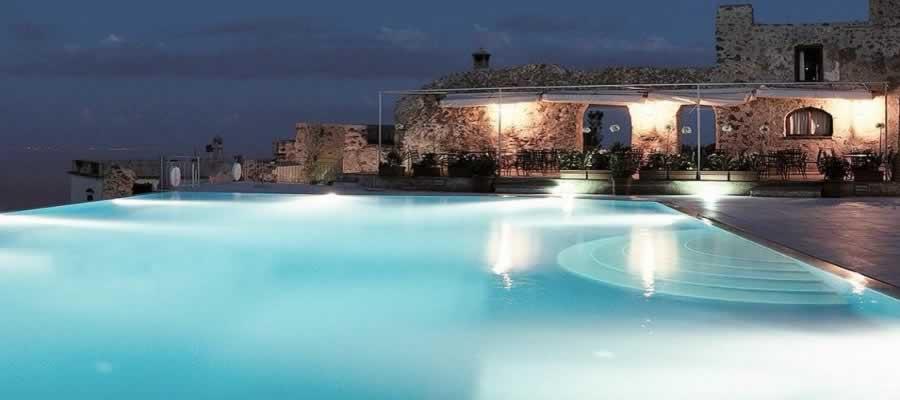 Este Elegante Hotel Dispõe De Um Excelente Jardim Com Piscina E Um ~ Terracos Jardins Das Colinas