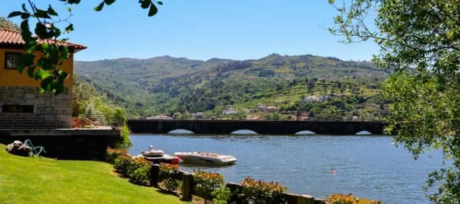 Casas de Pousadouro no Douro
