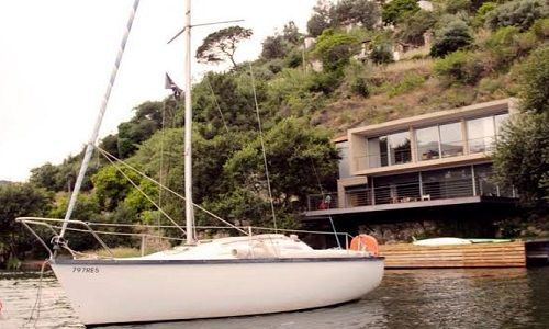 Casa D Agua com luxuriante deck sobre o Douro
